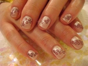 ongles léopards